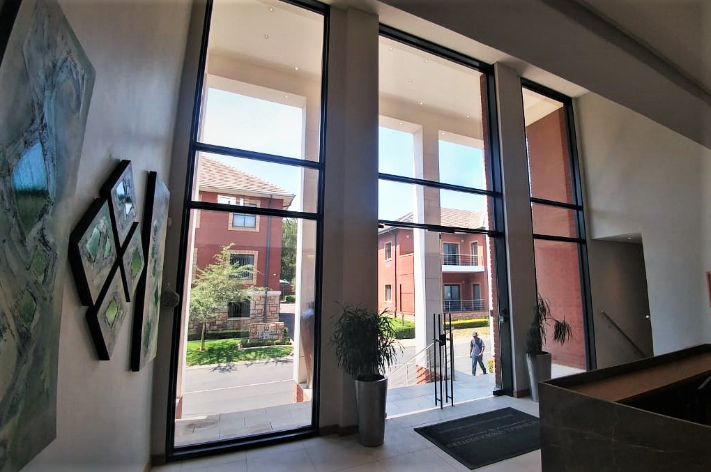 dann-and-co-glass-specialist-facades-entrance-doors