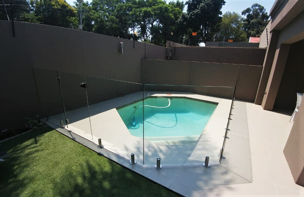 dann-and-co-glass-specialist-pool-enclosures