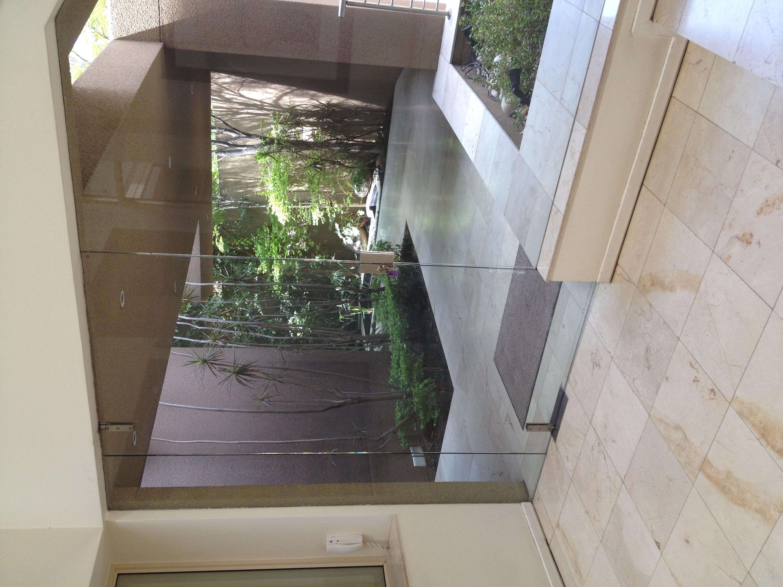 dann-and-co-frameless-door-installation