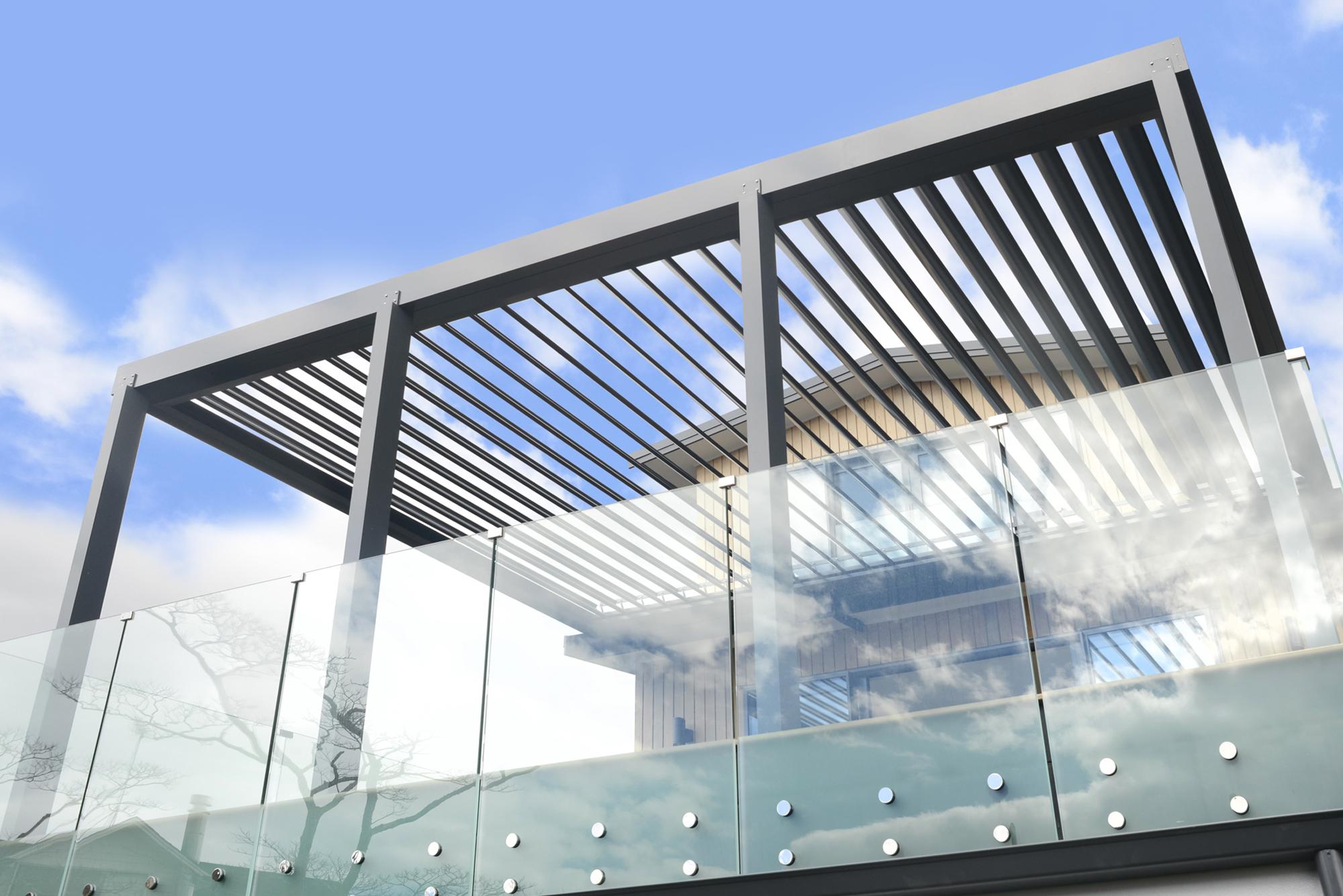 Dann-and-co-frameless-balustrades-side-mount
